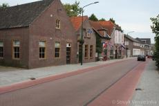 Stille straat in de buurt van school