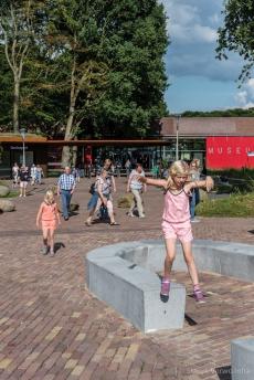 Tribune schoolplein VMBO Kluiverboom