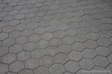 Uitritconstructie met zeskanttegels